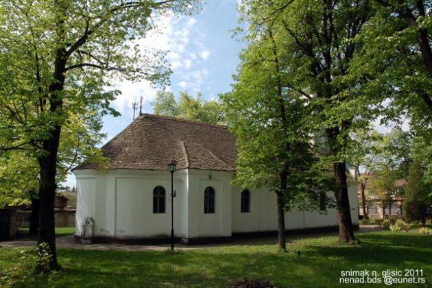 """Pravoslavna srpska crkva-hrama """"Uspenija Presvete Bogorodice"""" u Pivnicama sagrađena je polovinom 18. veka ... Izgradnja crkve desila se u nezgodno vreme i trajala je skoro 15 godina. Posle velike epidemije kuge koja je trajala dve godine na ovim prostorima od 1738 do 1740 godine čije je žarište bilo u Parabuću i Pivnicama, mnogo stanovništva je umrlo a dosta je bilo i raseljeno. Selo je moralo biti preseljeno na novu lokaciju, trebalo je izgraditi nove kuće, obnoviti i opremiti domaćinstva a pomoći nije bilo, morali su meštani da se oslone na svoje snage, da se zadužuju uz velike kamate. I pored svih neprilika i zaduženja crkva je podignuta 1746 godine, deo opreme i crkvenih stvari prenet je sa stare crkve, čije ruševine su ostale još nekoliko decenija. Stara kućišta u selu bila su pretvorena u bašte i vinograde tako da se i danas zna gde su bili srpski vinogradi. (Vojvodina online"""