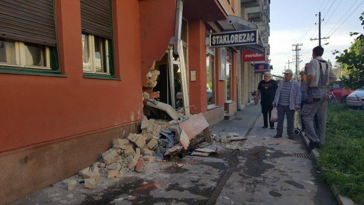 Udes u centru Bačke Palanke: Uništena stambena zgrada