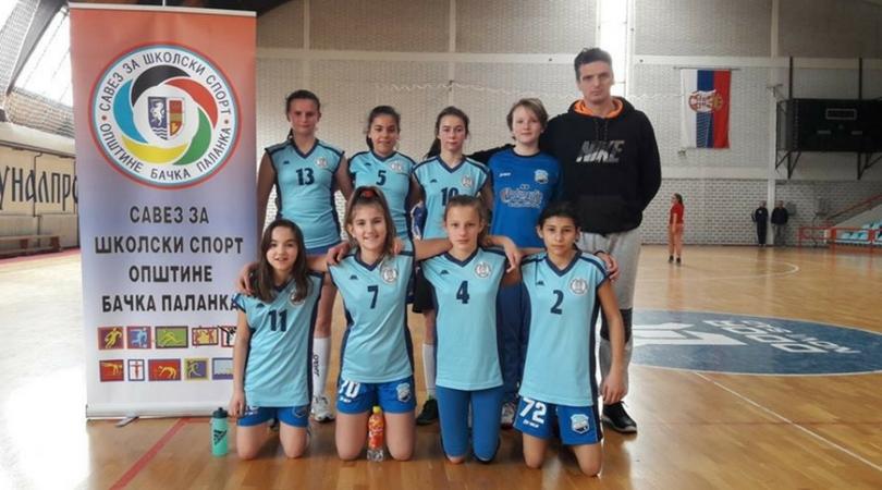 Devojke OŠ Vuk Karadžić su pobednice Opštinskog takmičenja u futsalu