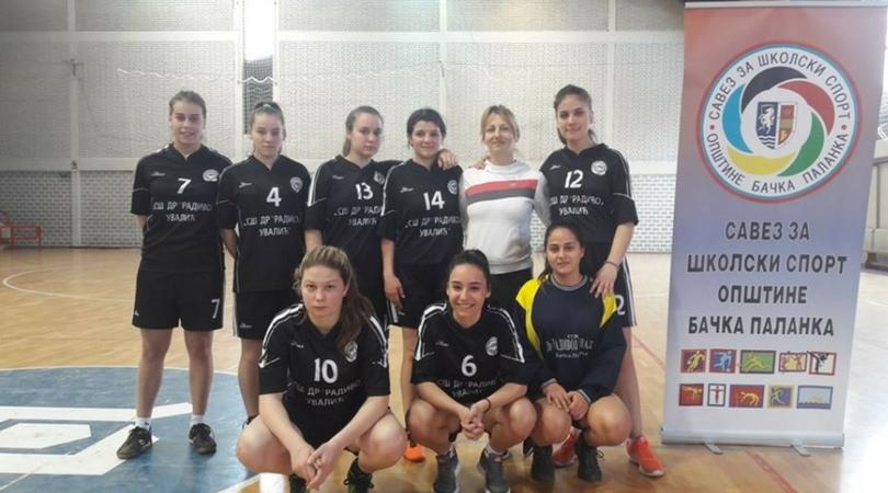 Devojke SSŠ Radivoje Uvalić se plasirale na međuokružno takmičenje u futsalu