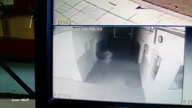 Duh u policijskoj stanici? (VIDEO)