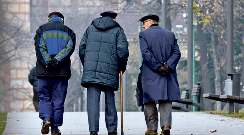 Kon: Penzioneri u šetnju svaki dan u vreme policijskog časa