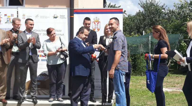 Dačić svečano uručio ključeve kuće porodici Mileusnić u Bačkoj Palanci