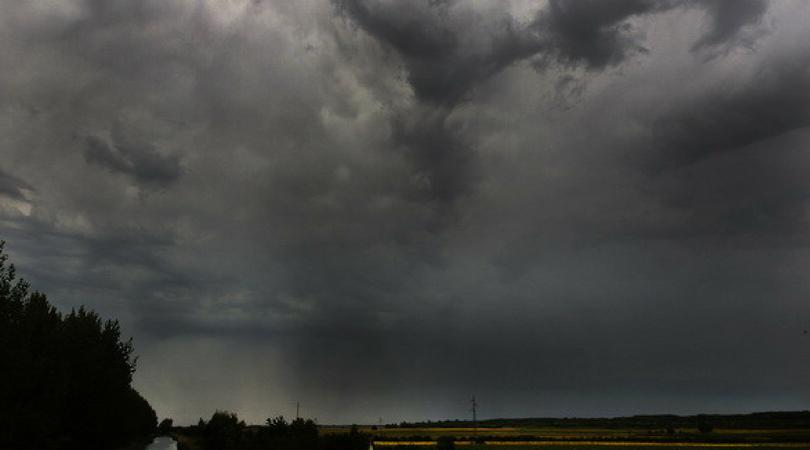 I danas moguće nepogode, dosta kiše i olujni vetar