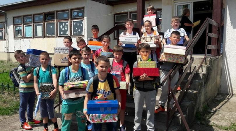 """""""Deca – Deci"""" –  Osnovci obradovali vršnjake sa Kosova i Metohije"""
