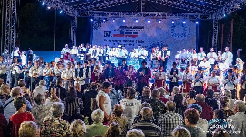 Chráňme si korene nášho bytia – galakoncert našich folklórnych súborov (FOTO)