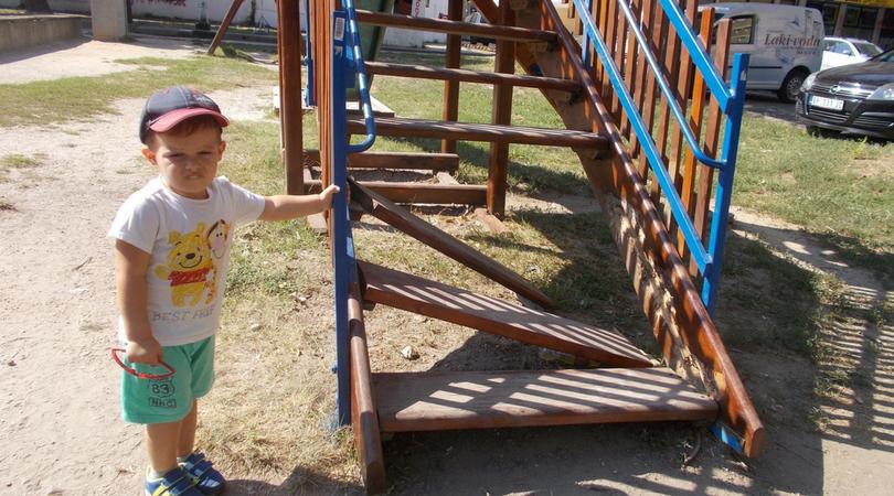 Huligani ne zaobilaze ni dečija igrališta