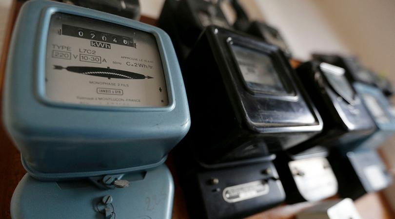 Preduzeća duguju milijarde za struju, građanima se ista seče zbog nekoliko hiljada dinara