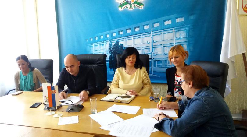Potpisani ugovori o dedeli građevinskog materijala izbeglim i raseljenim licima