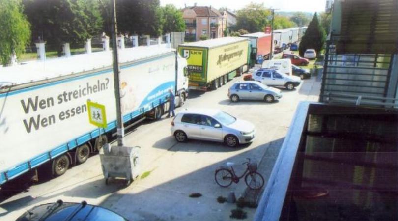 Teretnjaci zakrčili ulice Bačke Palanke