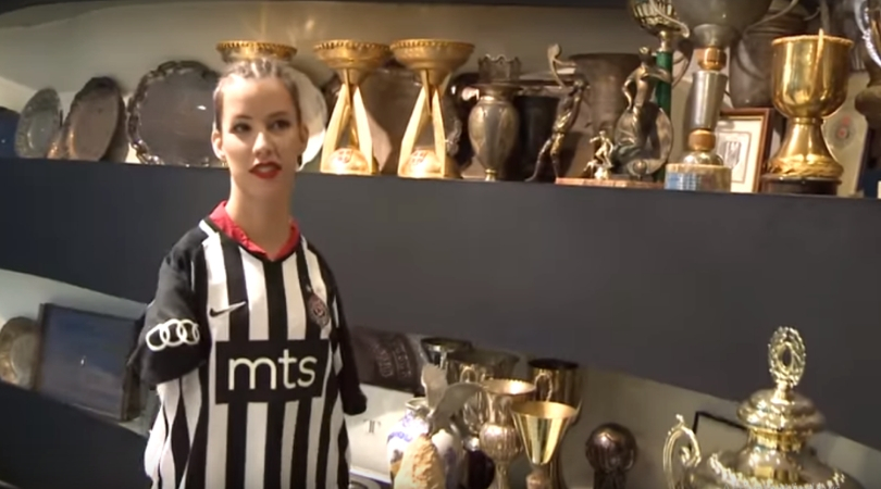 "Partizan ugostio ""Devojku sa krilima"" (VIDEO)"