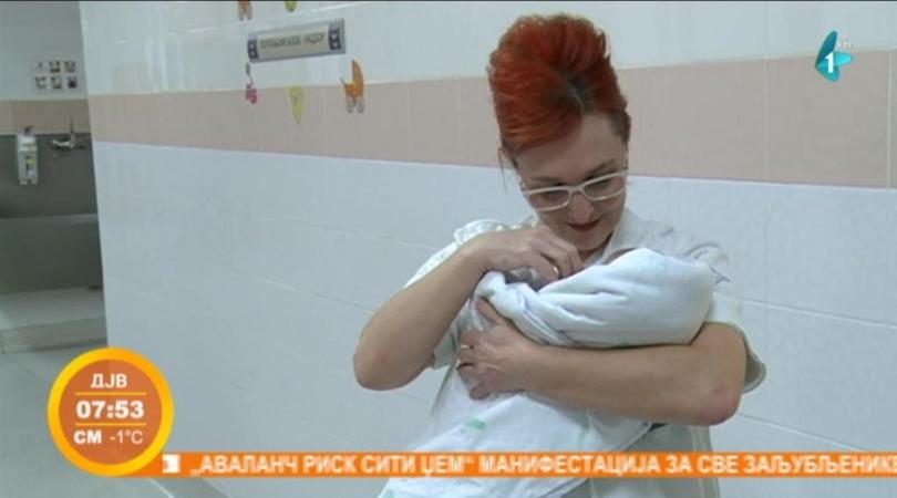 Babica iz Betanije 37 godina pomaže porodiljama (VIDEO)