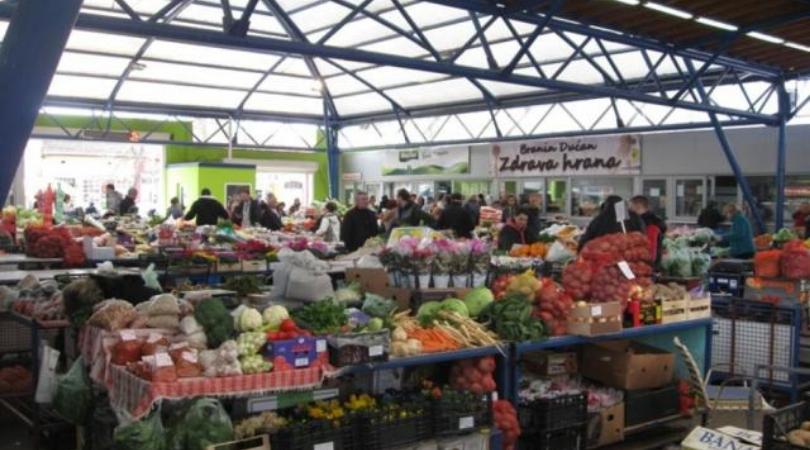 Čudne cene u Bačkoj Palanci:Kilo paradajza 120 dinara, litar skuvanog 50