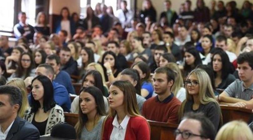 Svaki treći student namerava da napusti Srbiju – rešenje posao u struci
