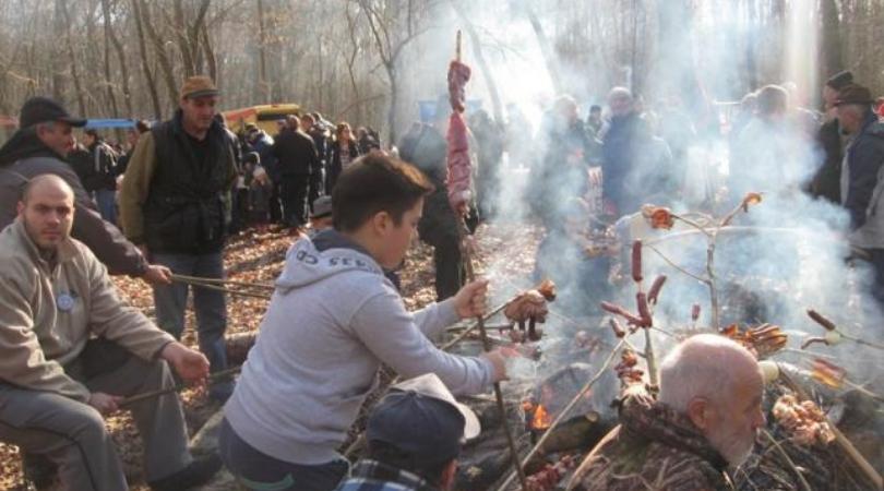 Kobasicijada u Polojskoj šumi nahraniće više od hiljadu gostiju