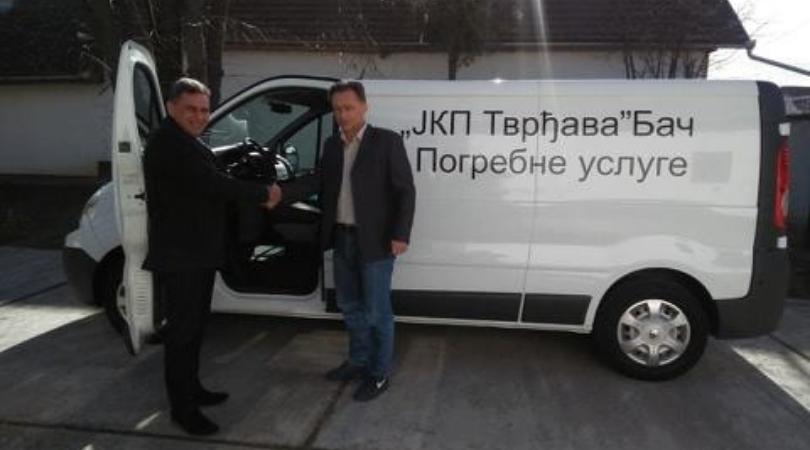 Bač: Nabavljeno novo pogrebno vozilo