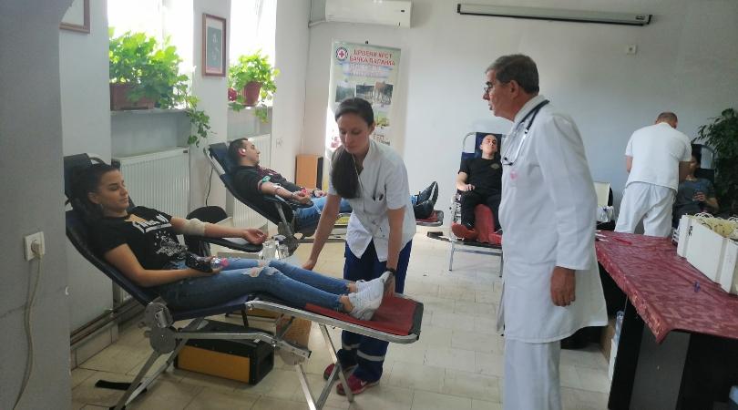 Maturanti dali krv