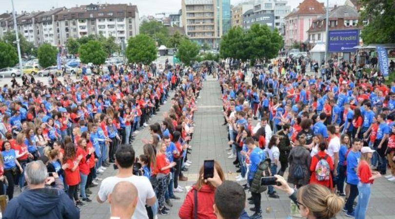 Novi Sad: Preko 1.000 maturanata plesalo kvadril
