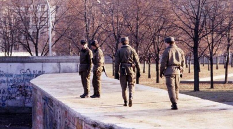 """Berlinski zid i """"jugovići"""": Istorijski pad viđen očima Jugoslovena"""