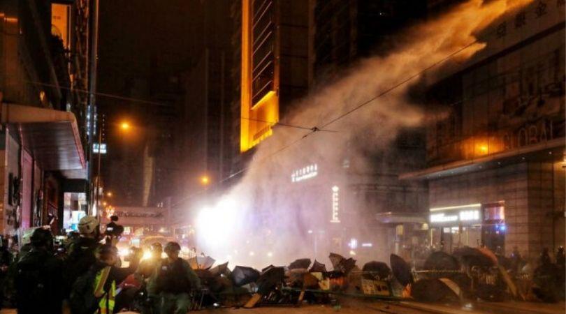 Sukobi sa policijom, suzavac: Oko 400 uhapšenih na novogodišnjim protestima VIDEO