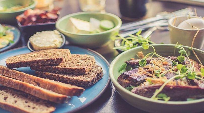 S praznične trpeze najviše se bacaju hleb, meso i mleko