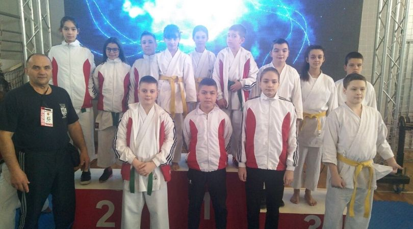 """Osam medalja za karate klub """"Kizami"""""""