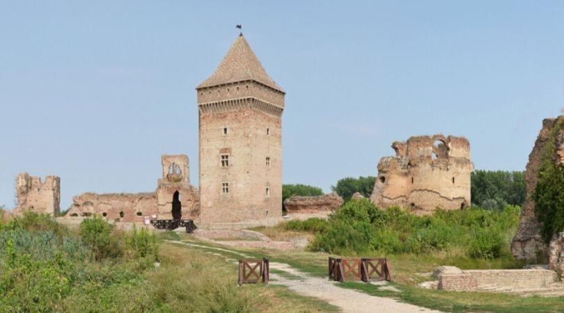 Prve sedelačke kulture, bajkovita srednjevekovna tvrđava, manastir i samostan – upoznajte BAČ