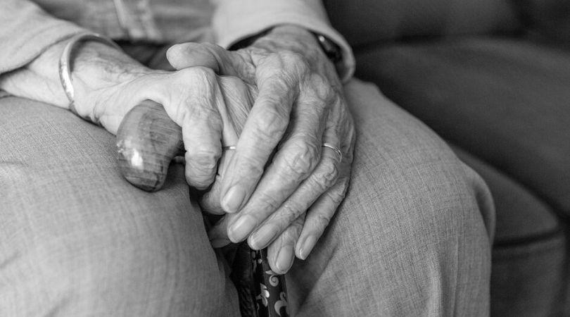Penzioneri neće morati da plaćaju račune za tri meseca, kasnije bez kamate