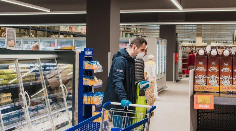 Bač: Spisak otvorenih prodavnica za starije sugrađane