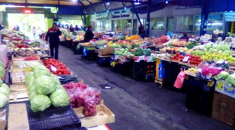 Cene na bačkopalanačkoj pijaci – orah 1.000, kajsija 500, trešnja 400
