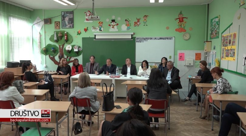 Ministar Šarčević u Bačkoj Palanci održao sastanak sa direktorima škola (VIDEO)