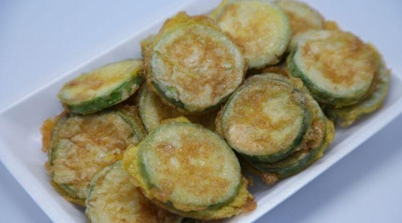 Niskokaloričan obrok, sprema se za 10 minuta: Zapečene tikvice sa sirom i jajima